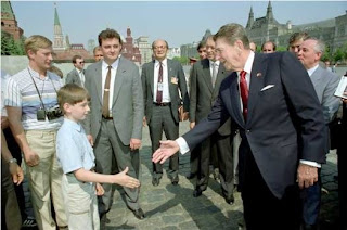putin pretending to be a tourist during reagan&#8217;s 1988 visit to moscow