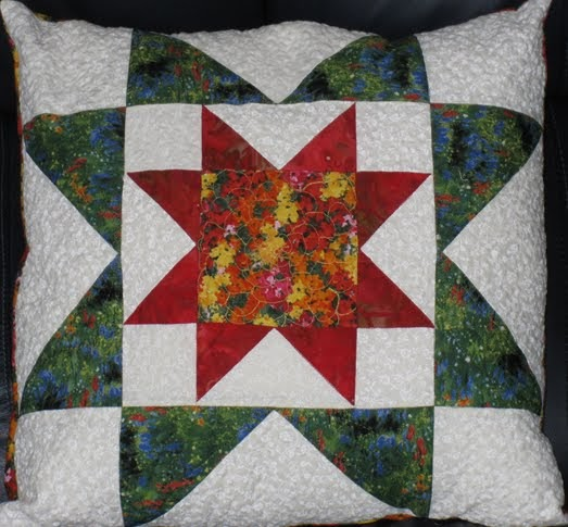 MyWebQuilter.com: Pretty Quilted Rising Star Pillow for Aunt Joann