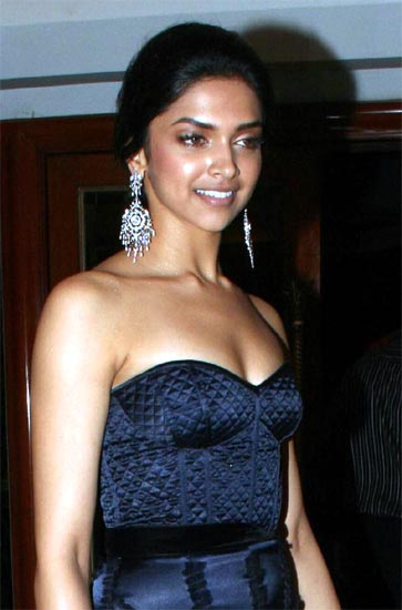 Free Bollywood Actresses Hot Thighs Show Photo Gallery