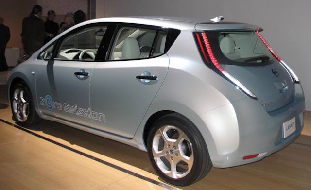 Saxton On Cars Nissan All Electric Leaf Is On Tour Goes On Sale