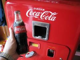 В Китае живые крабы продаются как бутылки с кока-колой - через автоматы ВИД