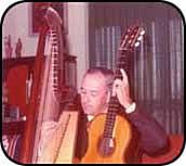 Lucas Braulio Areco, su arpa y su guitarra