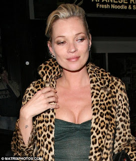 article 1164969 041AC00B000005DC 469 468x553 Kate Moss Gallery Of Photos And Pictures