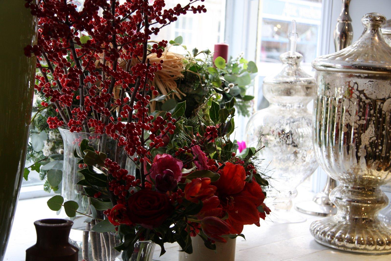 Composizione natalizia vasetti in vetro con bacche rosse for Composizioni natalizie in vasi di vetro