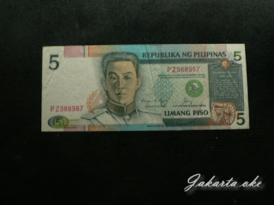 Mata uang resmi negara philipina selain mengkoleksi mata uang