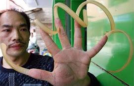 Destaque da semana - Chinês não corta as unhas há 17 anos