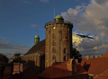 Her idag ved klokken 09 15 blev rundetårn i københavn ramt af et fly