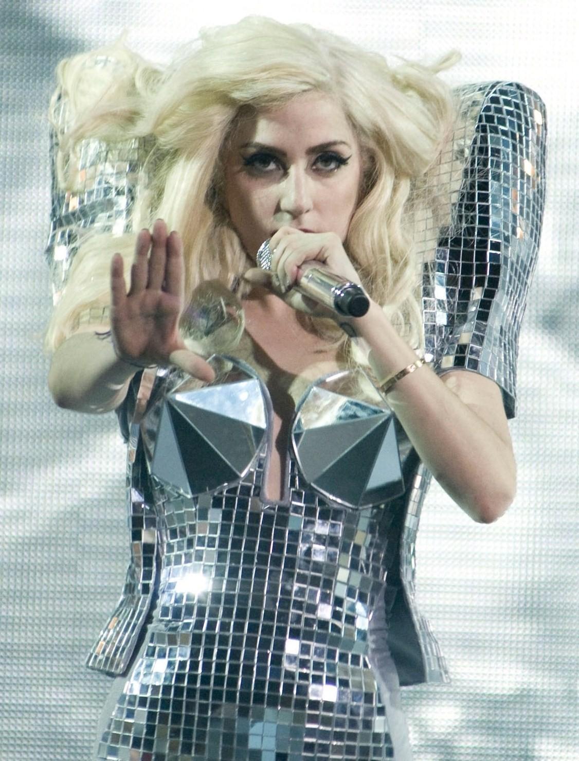 http://4.bp.blogspot.com/_HF33HONe54o/TJq9als9-5I/AAAAAAAABEk/Cb4HOQg1o_A/s1600/Lady-Gaga-Monster-Ball-Tour-L-A-lady-gaga-9559965-1601-2458.jpg