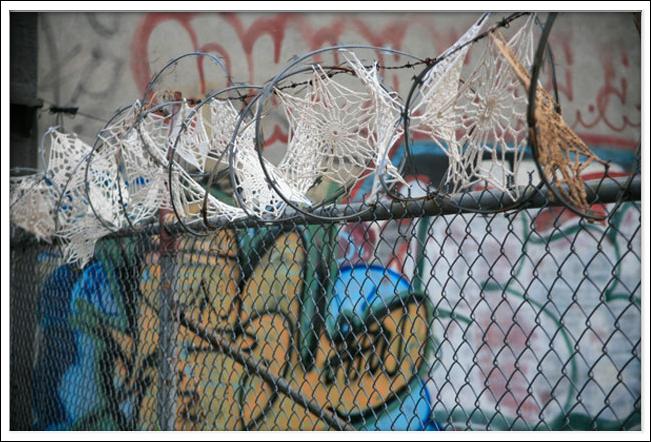 Urban Knitting Graffiti : Art threads friday inspiration crochet