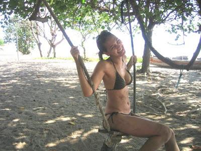 Foto Hot Bikini Luna Maya