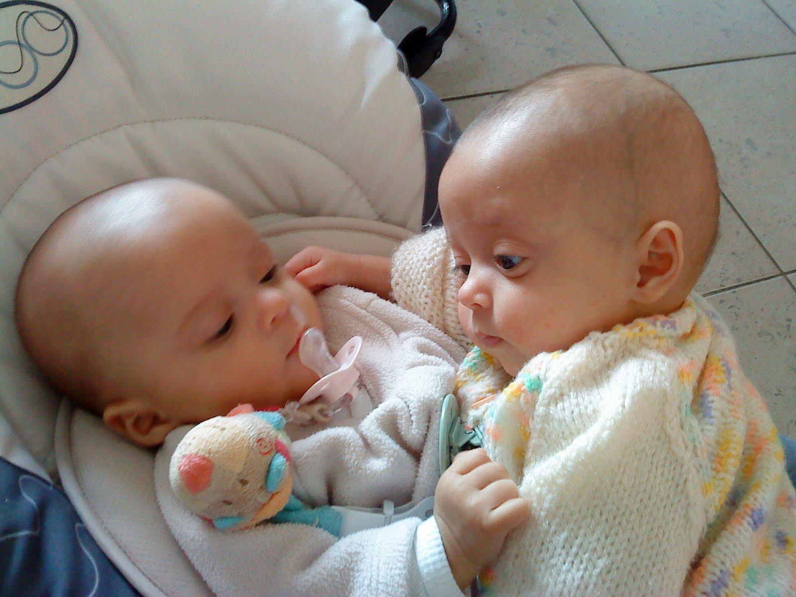 http://4.bp.blogspot.com/_HJpl_RMr1uE/S6HH3695ZqI/AAAAAAAAAcU/ocbJwZFbnYY/s1600/29-01+-+Lily+%26+Louise~1.JPG