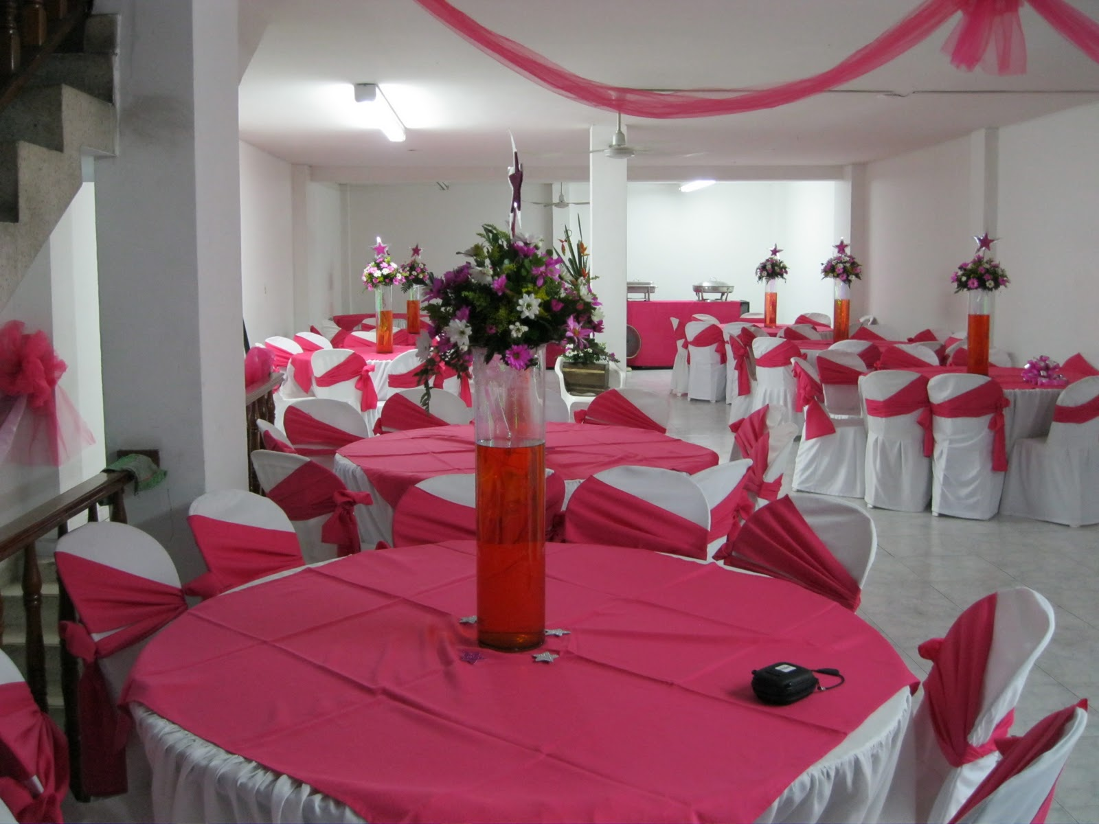 Casa de eventos lopez 15 a os fucsia con blanco for Decoracion xv anos 2016