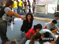 As professoras: Tânia e Regina acompanharam os alunos em mais um passeio de campo, no congresso das