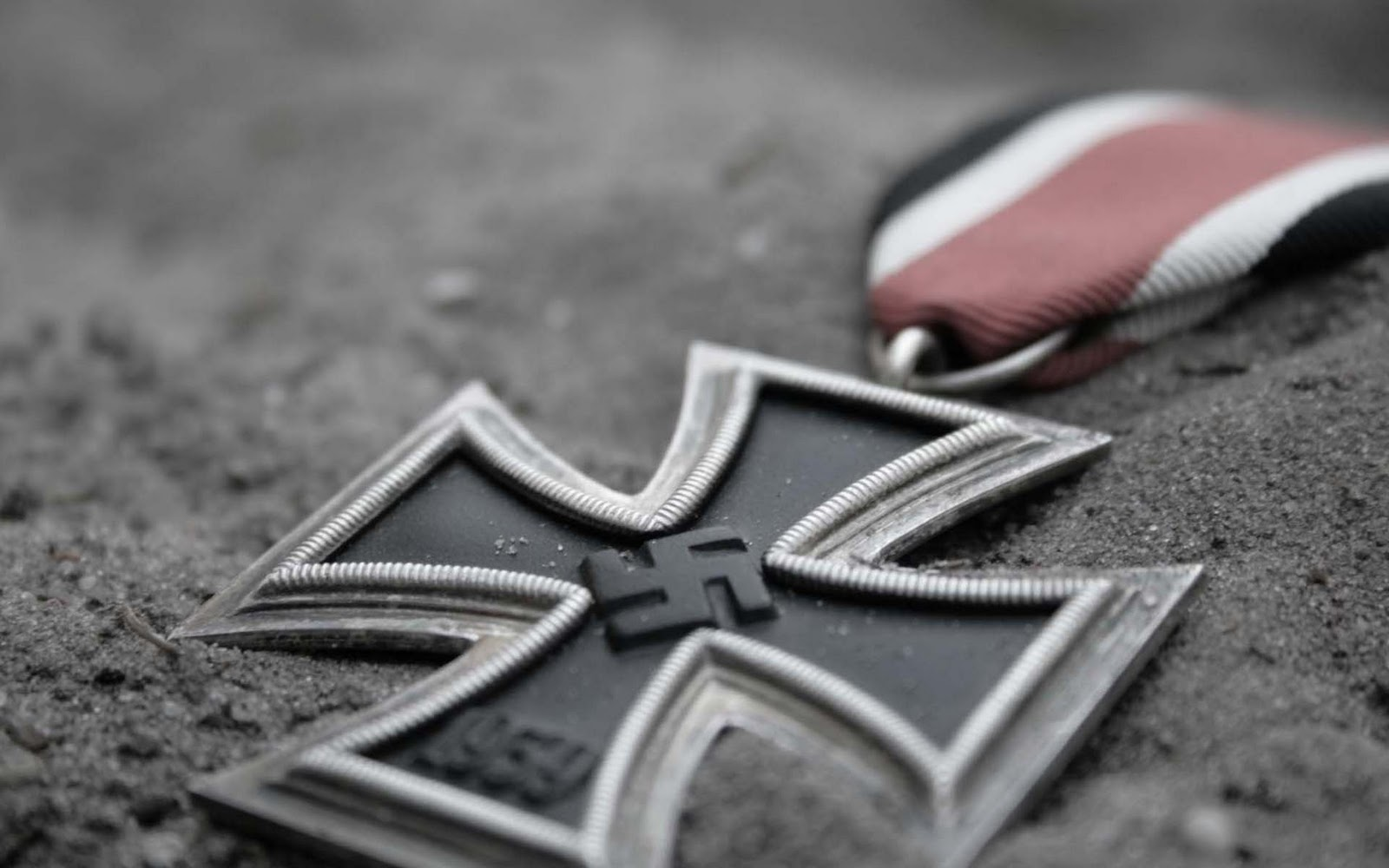 http://4.bp.blogspot.com/_HNBHgCgg_UY/TR_Xpc_kxdI/AAAAAAAAAUk/gpRZ1hQ5tpk/s1600/iron%2Bcross.jpg