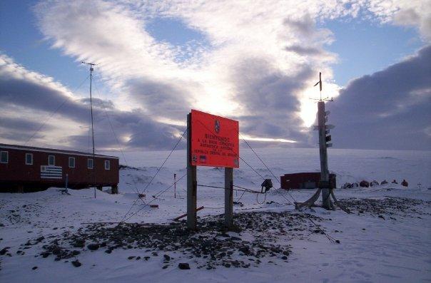 Ingreso a la Base Antártica Uruguaya