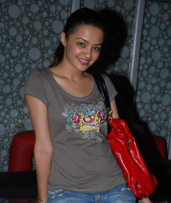 Surveen Chawla Without Makeup