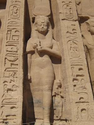 http://4.bp.blogspot.com/_HPKQ0ppkSXg/Sa7WtYRCQcI/AAAAAAAAANc/75IGsnHC3nM/s400/goddess+hathor.JPG