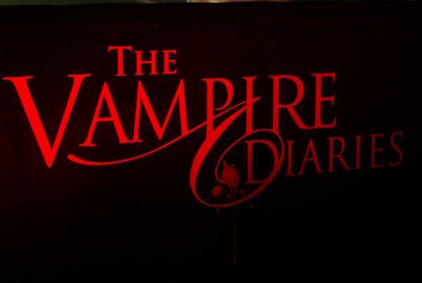 http://4.bp.blogspot.com/_HQgbizTH3rQ/SwkgQjMq1OI/AAAAAAAAAfM/MliEIMw4U8M/s1600/Vampire-Diaries+logo.jpg