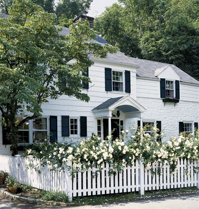 Today and yesterday for Colonial fence designs
