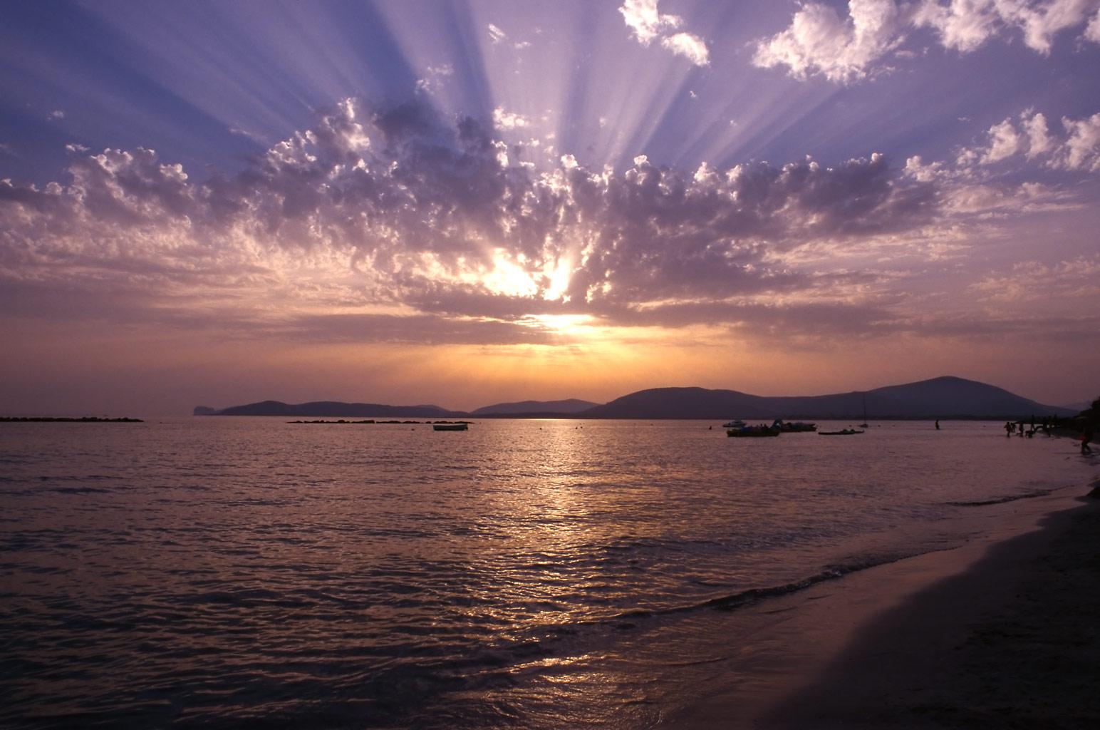 http://4.bp.blogspot.com/_HRfo4iKKLgE/TCsCSZABA0I/AAAAAAAAAJI/7Cyj83Y2Je8/s1600/balda_sunset_sardinia_beach.jpg