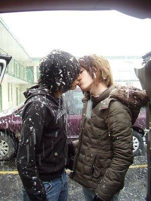 emo boys kissing emo boys. Puede que le parezca frío o le