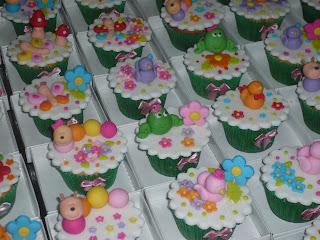doce cupcake decorado jardim