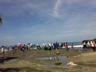 tourist really loves tanah lot