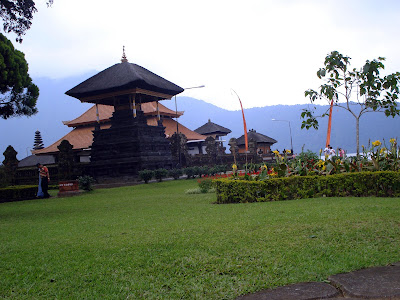 temple in bratan lake bedugul