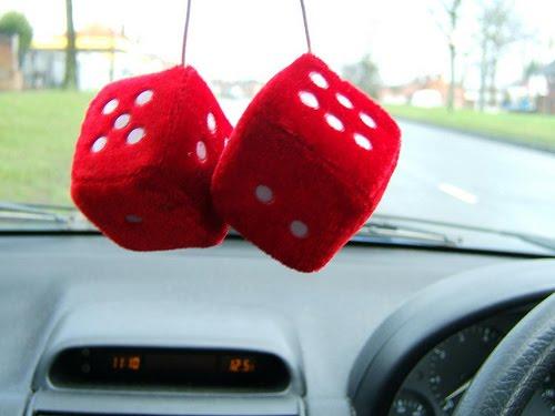 Decoracion Retrovisor Coche ~   paranoias Modas absurdas los objetos de decoraci?n en los coches
