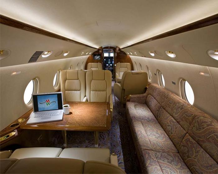 BUSINESS JET