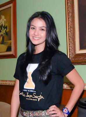 Artis Indonesia Revalina S. Temat.jpg