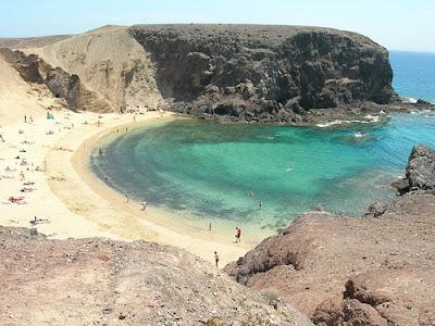 http://4.bp.blogspot.com/_HWU3wX2cDLQ/R1fuNmgonTI/AAAAAAAABAk/7xNLOvqzhkA/s400/Papagayo_Beach_Lanzarote_island_spain.jpg