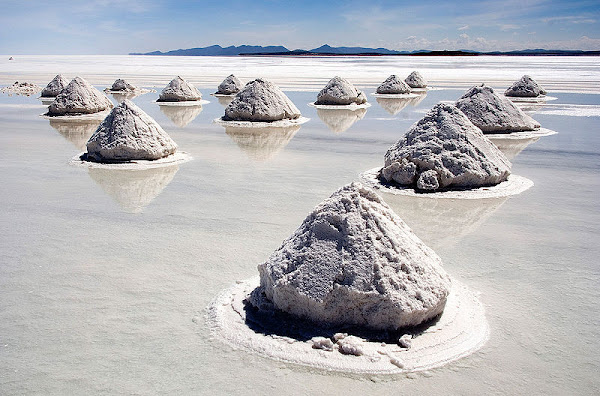 piles+of+salt+at+Salar+de+Uyuni