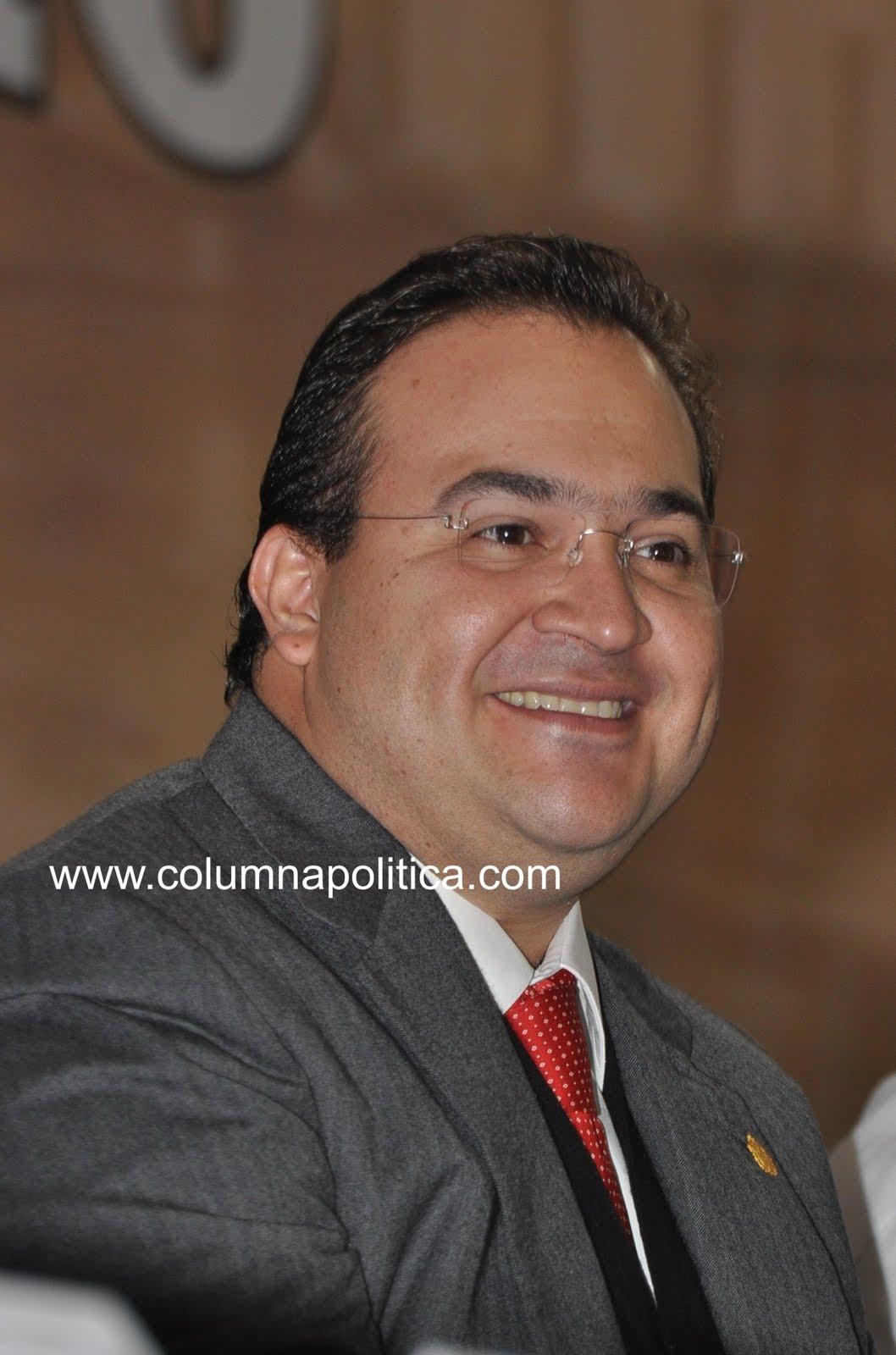 XALAPA, VER. 08 de Febrero de 2011.- El gobernador Javier Duarte de Ochoa, ...