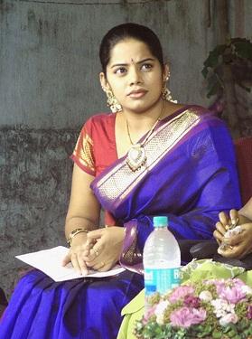 tv deepa venkat in saree latest photos