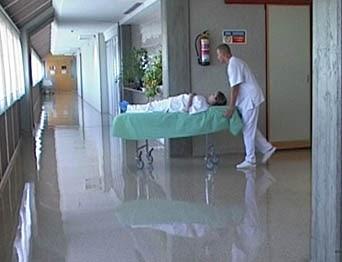 Traslado del paciente en cama o camilla apuntes for Sillas para quirofano
