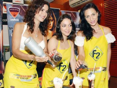 Nauheed Cyrusi with KKK girls