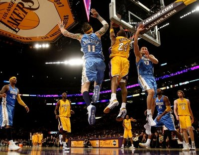 Kobe Bryant on Kobe Bryant Dunks On Chris Andersen   Linas Kleiza Jpg