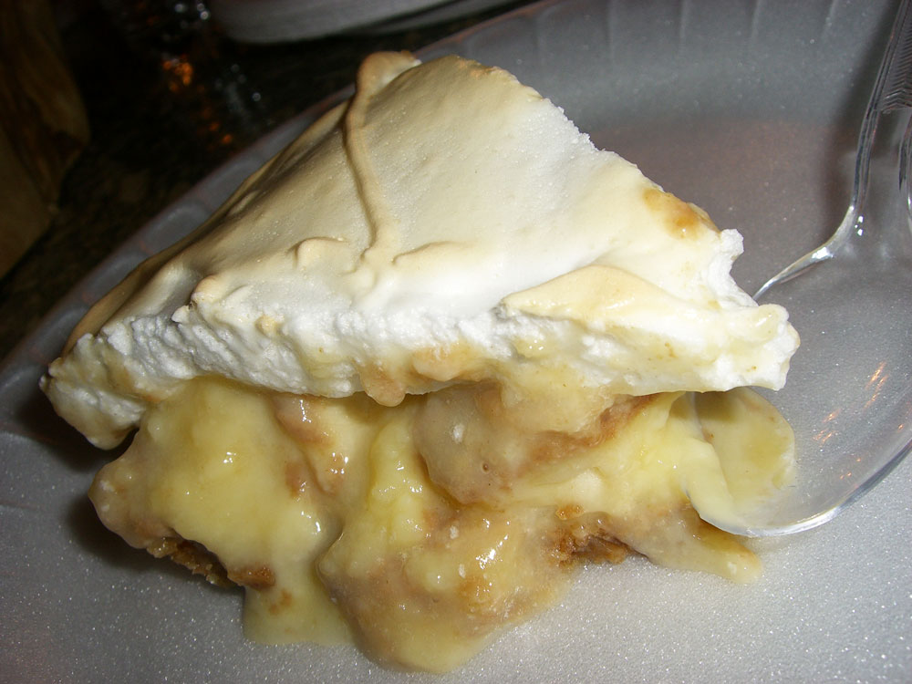 ... vanilla wafers mixed with butter and then top the crust with bananers