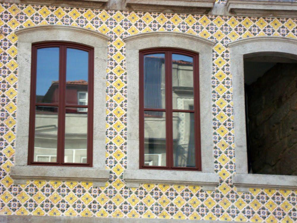 Azulejaria portuguesa santiago restaura o de fachadas - Azulejos para fachadas ...