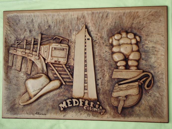 Medellin Tallado en Madera