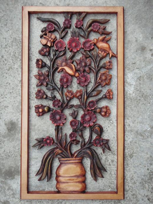 Flores caladas y talladas en madera
