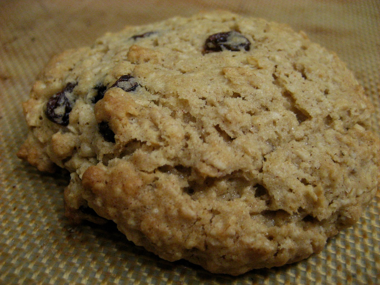 Cooking The Day Away: Jazzed up Chewy Oatmeal Raisin Cookies...