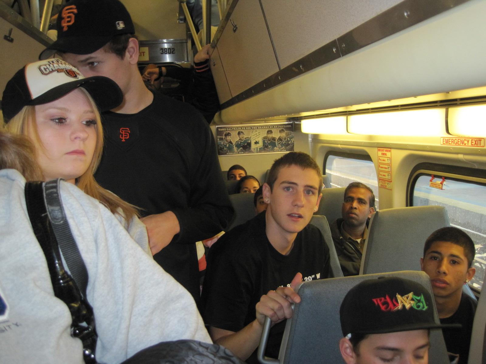 http://4.bp.blogspot.com/_HiqNq4An6Wc/TNIJoZy-KFI/AAAAAAAAHC0/I6dUa8IxPmY/s1600/Our+car+Sara+Colin.JPG