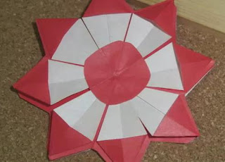 Origami Chrysanthemum - Origami Christmas