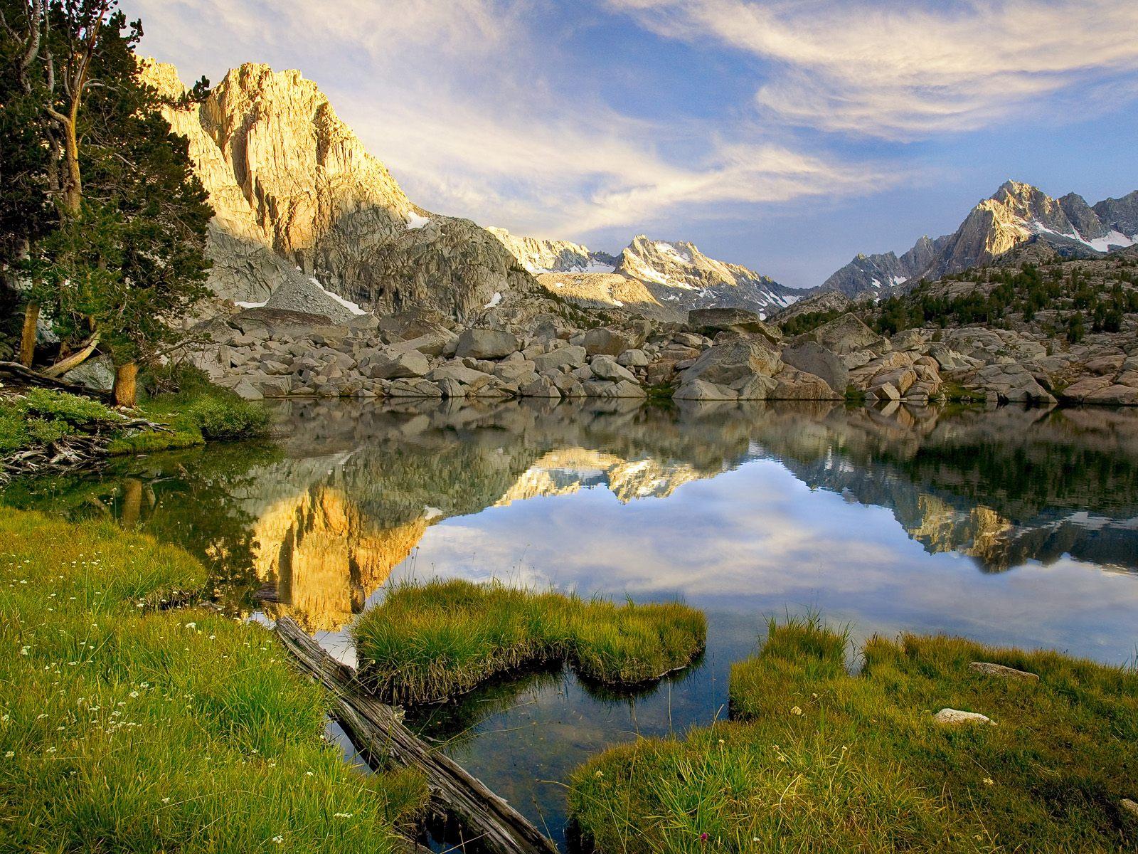 http://4.bp.blogspot.com/_HkbWdsz-H8g/S74FrA7rr_I/AAAAAAAAIlc/H3DShEqaegM/s1600/Pee+Wee+Lake,+Sierra+Nevada+Mountains,+California.jpg