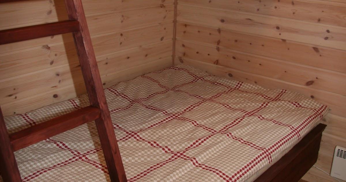 Vi bygger hytte: Et par kjekke ting - plassbygget seng og kottdør