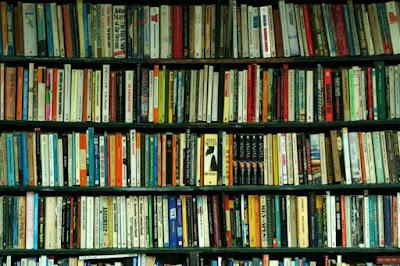Livros na estante