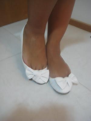 Sapatilha de Laço Branca nos pés