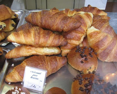 CADOR PATISSERIE'S perfect croissants pur beurre
